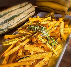 Frites de courge délicata parfumées au romarin sans gluten