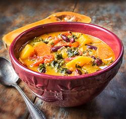 Soupe-repas indienne à la courge et aux légumes sans gluten