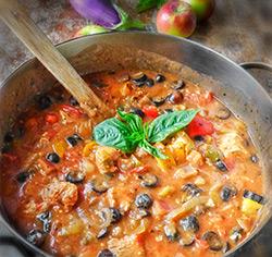Casserole d'aubergine au poulet et aux pommes