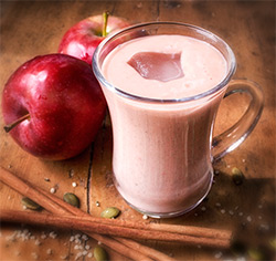 Smoothie pommes et fraises parfumé à la chaï